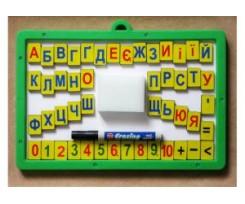 Магнітна дошка Economix з набором  магнітних цифр, знаків та літер,  губка, маркер (E81212)
